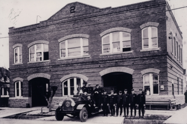 HFD Fire Station 02 - 1920's Crew Picture (Unknown) 002
